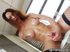 Ana Hickiman shows off and..