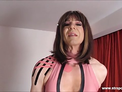 Crossdresser slut wanks big..